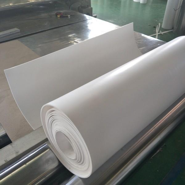 """聚四氟乙烯板(也叫四氟板,铁氟龙板,特氟龙板)分模压和车削两种,模压板是由聚四氟乙烯树脂在常温下用模压法成型,再经烧结、冷却而制成。聚四氟乙烯车削板由聚四氟乙烯树脂经压坯、烧结、旋切而成。其制品用途广,具有极为优越的综合性能:耐高低温(-192℃-260℃)、耐腐蚀(强酸、强碱、王水等)、耐气候、高绝缘、高润滑、不粘附、无毒害等优良特性。聚四氟乙烯(英文缩写为Teflon或[PTFE,F4]),被美誉为/俗称""""塑料王"""",中文商品名""""铁氟龙""""、""""特氟隆""""(teflon)、""""特氟龙""""、""""特富隆""""、""""泰氟龙""""等。"""